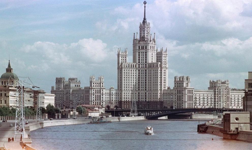 Московская высотка на Котельнической набережной