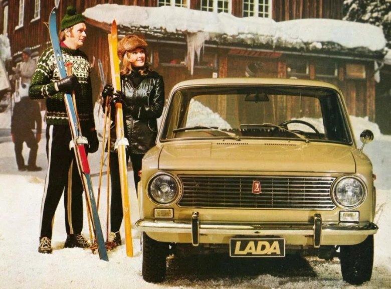лыжники и автомобиль жигули ссср