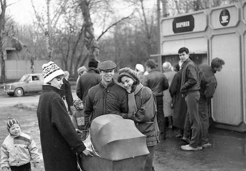 советский киоск с пончиками